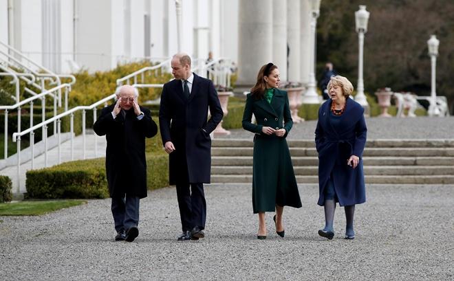 Исторический визит: Кейт Миддлтон с супругом прилетели в Ирландию (ФОТО)