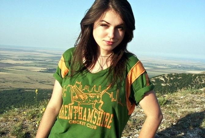 porno-zvezda-yulya-dzhem-minet-drugu-ot-podrugi