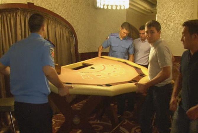 Потайной ход из помещения казино играть в интернете игровые аппараты
