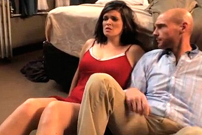 Порно видео в больнице довели девушку до оргазма