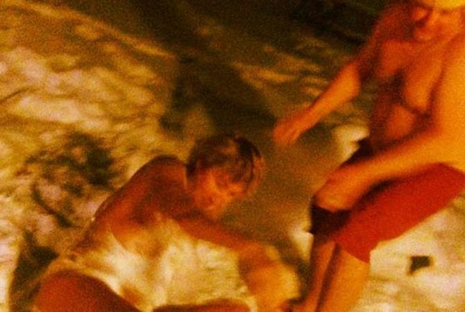 порно фото копенкиной задрал ножки