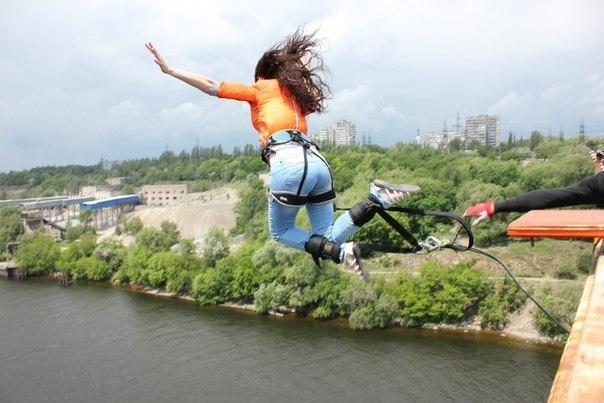 Отдых, не выезжая из Запорожья: прыжок с моста и катание на вейке ...