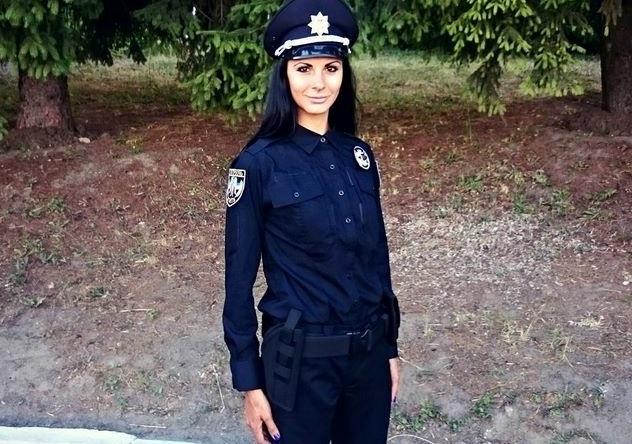 Полицейская женщина сексуальная