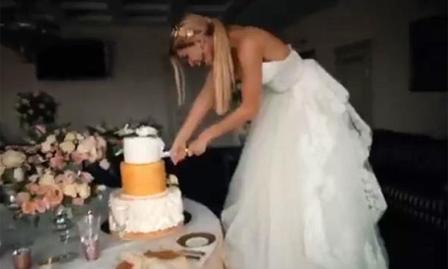 Счастливая невеста: Вера Брежнева показала свадебное одеяние