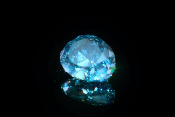 В Гонконге продадут самый большой в мире голубой бриллиант - Новости на  KP.UA 3f08b19fdf4