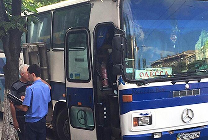 Парень камерой снял в автобусе