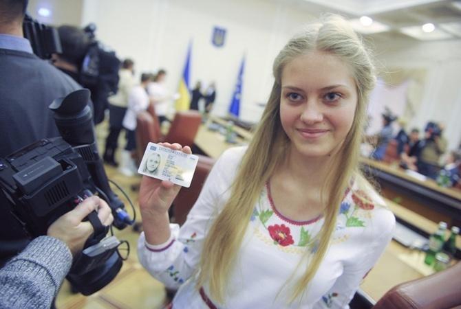 Заменившие паспорта ID-карты заработают в Беларуси с 1 июля 2018 года