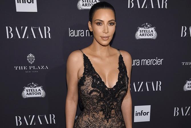 Ким Кардашьян оголилась на вечеринке в Лос-Анджелесе: обнаженные фото звезды взорвали сеть новые фото