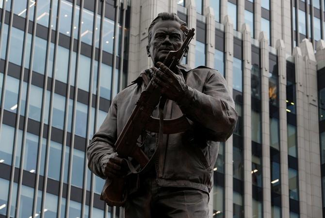В российской столице открыли монумент Михаилу Калашникову