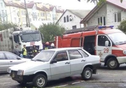 ВоЛьвове мусоровоз сбил насмерть 2-х женщин