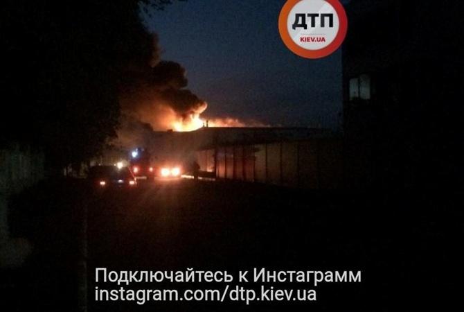 Под Киевом пылают склады фармацевтического завода