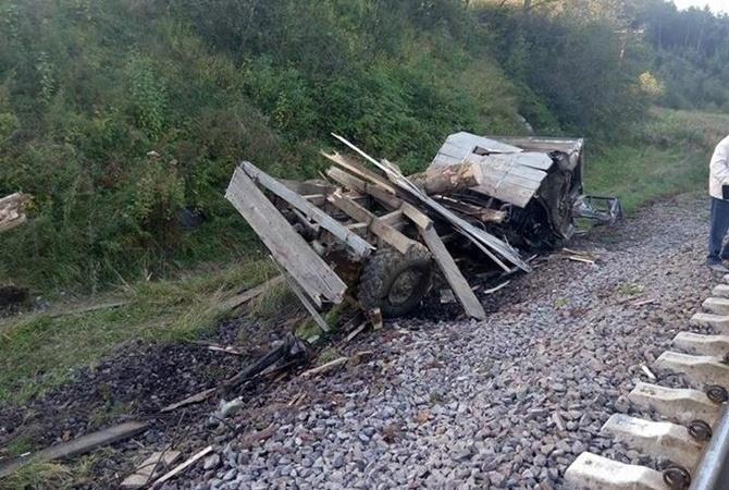 ВоЛьвовской области электричка столкнулась с грузовым автомобилем, трое пострадали