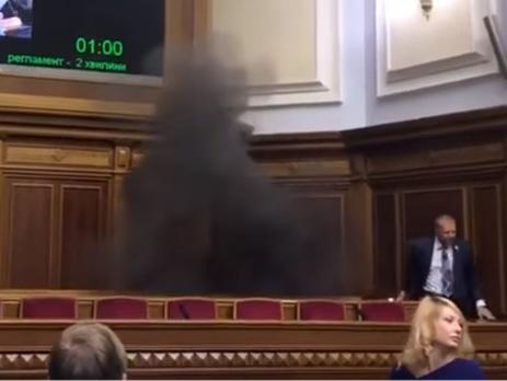 Взал Верховной Рады бросили дымовую шашку