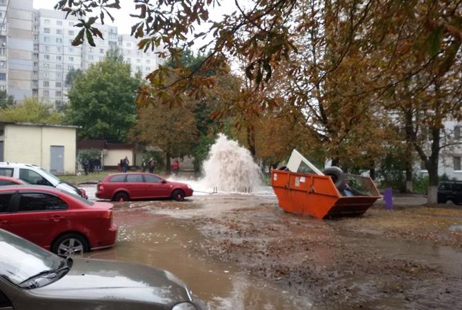 Авария наСалтовке: из-под земли бьет фонтан вышиной 15 метров  | NewsRoom