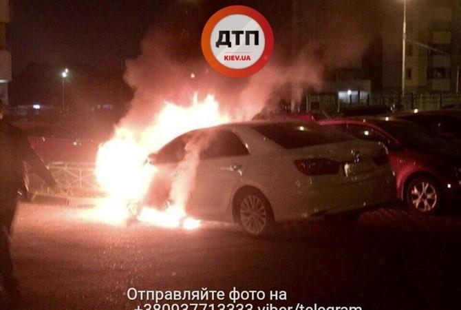ВКиеве сожгли автомобиль МВД Украины