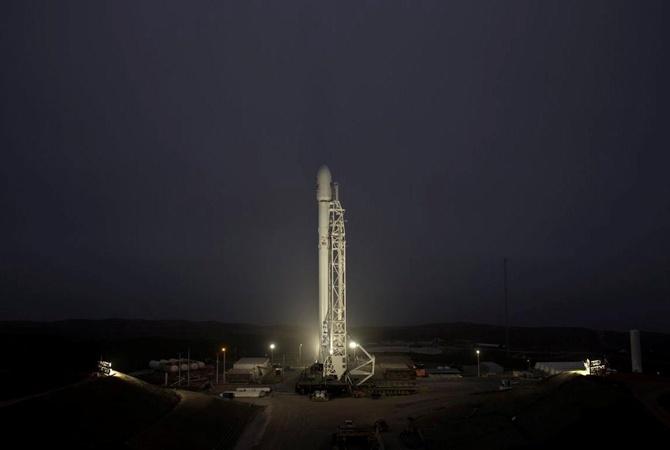 Ракета Falcon 9 благополучно  вернулась наЗемлю после запуска спутника