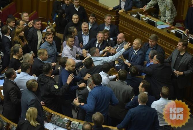 ВРаде зарегистрировали проект решения оповышении зарплат избранникам
