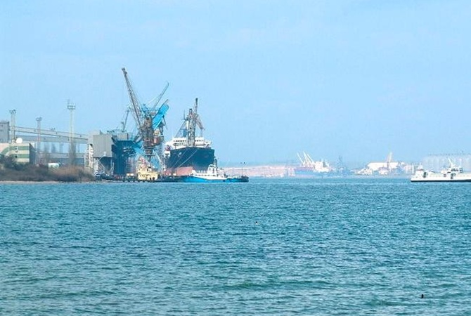 Нерассчитали. огромный танкер суглём безумно поломал порт под Одессой