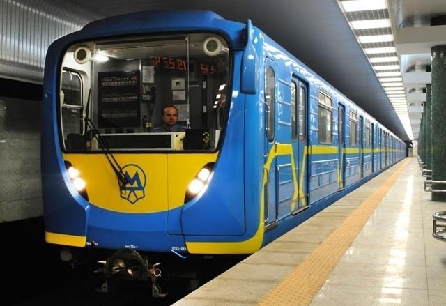 Вкиевском метро человек попал под поезд