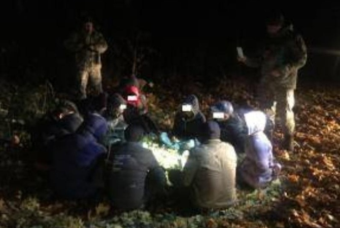 Таможенники словили 12 нелегалов вСумской области