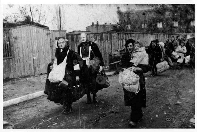Порошенко проиллюстрировал депортацию украинцев фото выдворения евреев