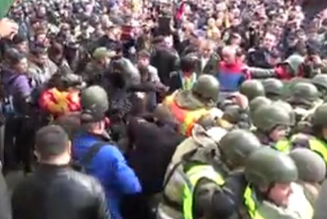 Стычки под Радой: нападавший наполицейского живет вМежигорье