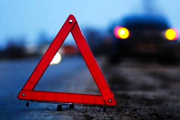 ВДонецкой области мотороллер врезался ввоенную машину: шофёр умер
