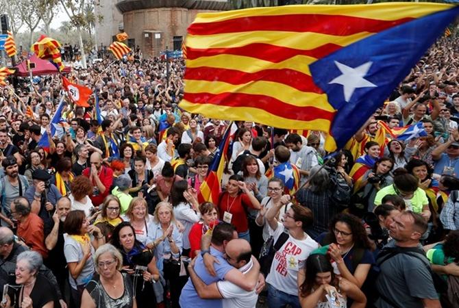 Парламент Каталонии проголосовал занезависимость отИспании