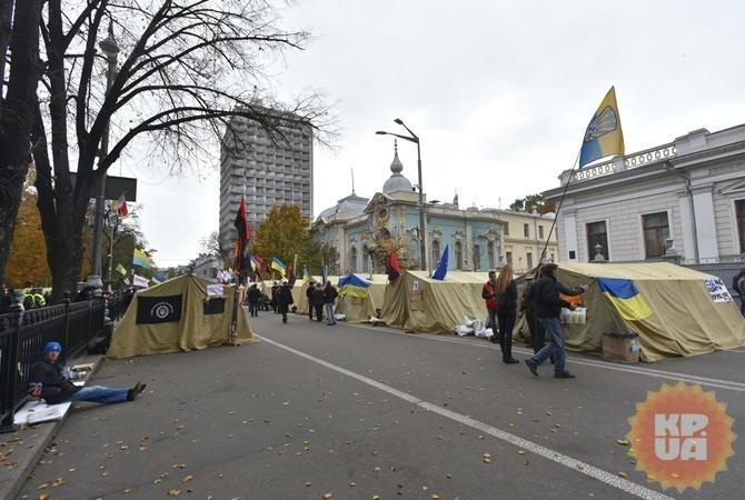 Вцентре украинской столицы началось организованное Саакашвили вече