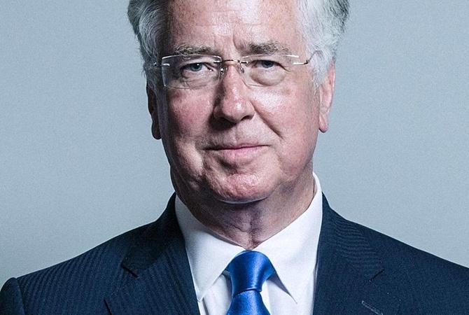 Министр обороны Великобритании подал вотставку после обвинений в половых домогательствах