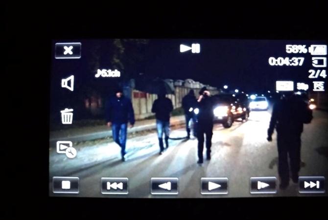 На репортеров «Схемы» напали ваэропорту из-за съемок прилета изРФ Медведчука