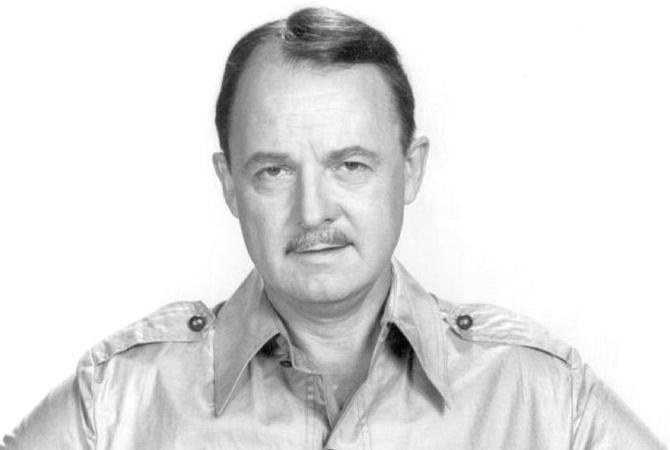 Скончался Джон Хиллерман, сыгравший Джонатана Хиггинса в«Частном детективе Магнума»