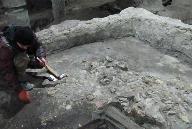 Поархеологическим исследованиям наПочтовой можно будет наблюдать онлайн