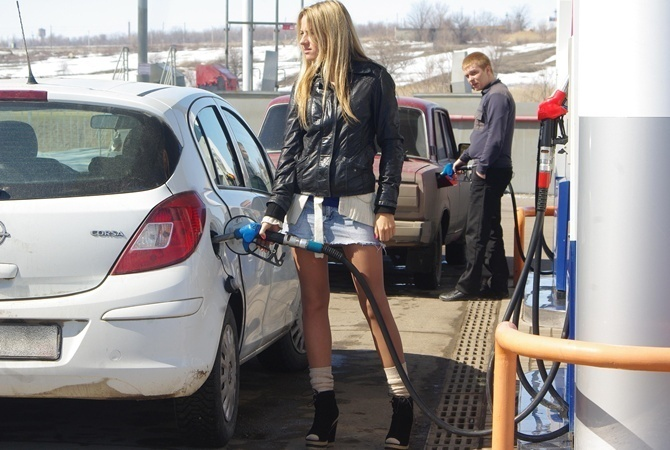 Сколько стоит заправить авто наАЗС. Средние цены на15ноября