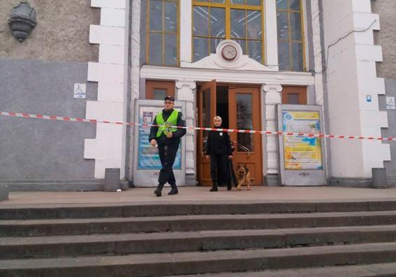Вгосударстве Украина вслед заКиевом иХарьковом «заминировали» вокзалы Львова иРовно