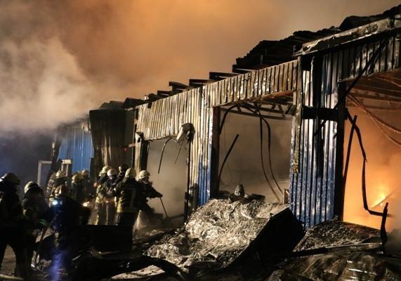 Масштабный пожар вКиеве: появилось фото