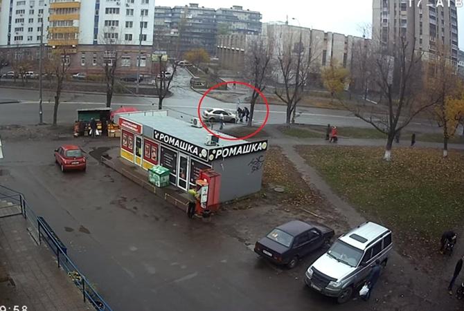 Девушку похитили вцентре украинской столицы прямо наглазах упрохожих