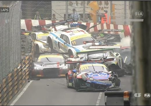 Гонка спорткаров вМакао завершилась столкновением 16 машин