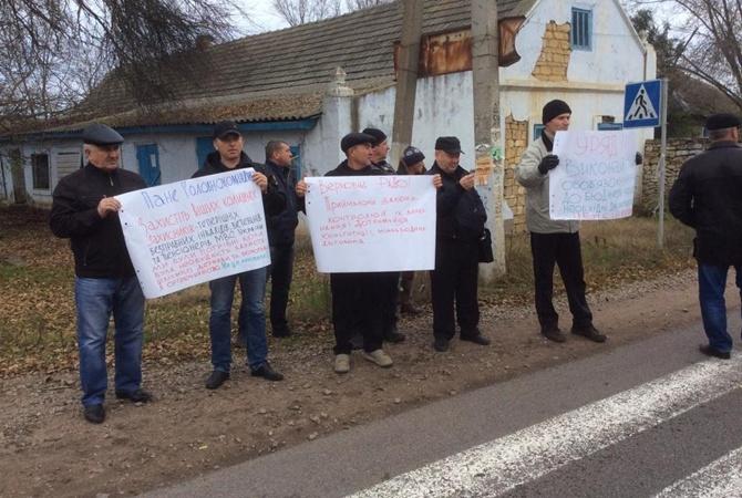 Пенсионеры-силовики взнак протеста перекрыли дорогу Одесса— Рени