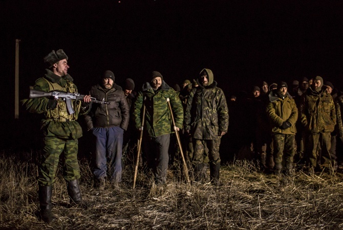«Сынок, ятебя жду»: украинским пленным в«ЛНР» дали позвонить домой