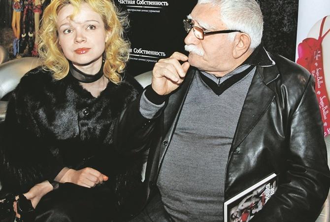 Армен Джигарханян отрекся отродной сестры накануне развода