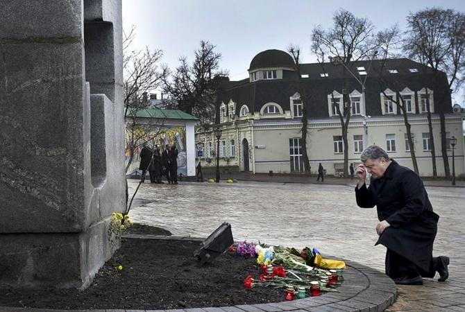 Порошенко наМихайловской площади почтил память жертв Голодомора 1932-1933 годов
