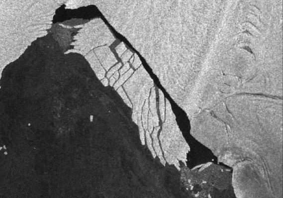 ВАнтарктиде огромный айсберг раскололся накуски