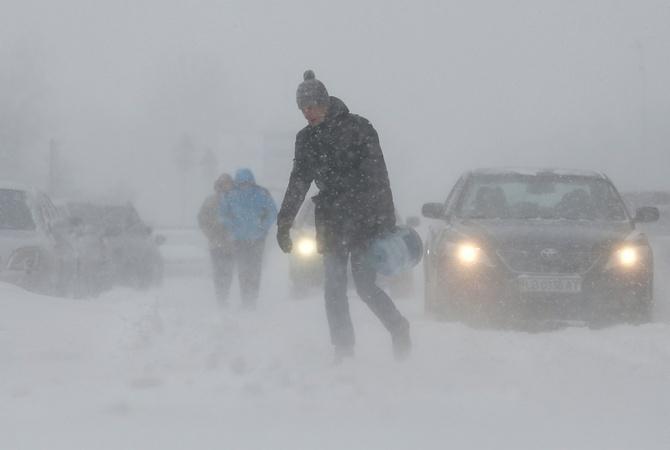 Украинцев предупреждают омощных порывах ветра в8 областях