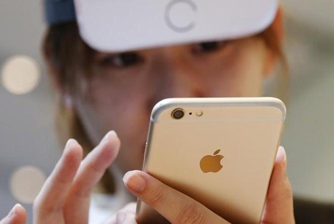 Учащимся воФранции запретят носить вшколу мобильные телефоны