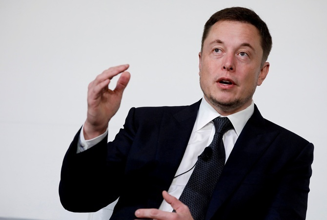 Миллиардер Илон Маск случайно обнародовал в социальная сеть Twitter собственный номер телефона