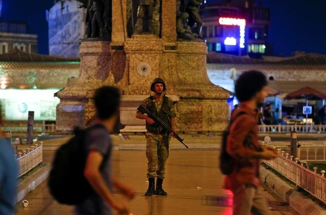 В Турции уволили 2,7 тысячи подозреваемых госслужащих