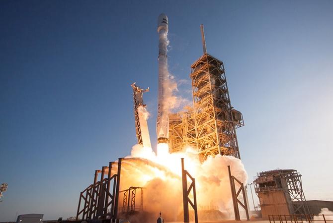 Марсианскую ракету SpaceX установили настартовый стол