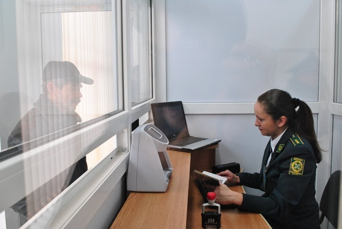 ГПСУ: Засутки практически 2 тыс. граждан России прошли биометрический контроль награнице