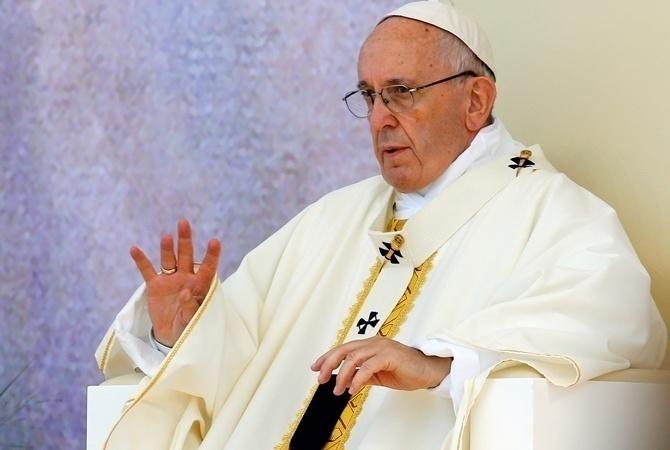 Франциск позволил матерям кормить грудью вСикстинской капелле